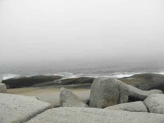 Peggy's Cove, Kanada: Very rocky coastline here ........