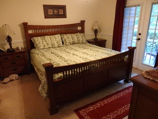 Paradise Valley Resort: Huge bedroom that opens on to the patio