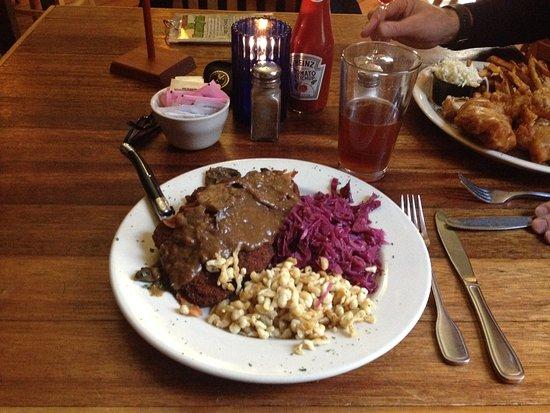 Harmony, PA: Jagershnitzel, red cabbage, spaetzle