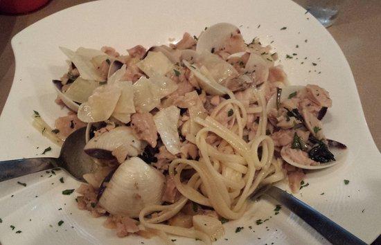 LaMotta's Italian Restaurant & Pizzeria: White clam sauce