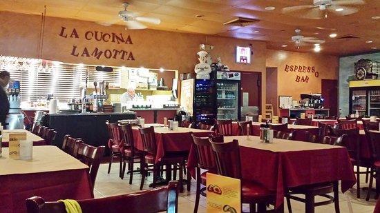 LaMotta's Italian Restaurant & Pizzeria: Interior