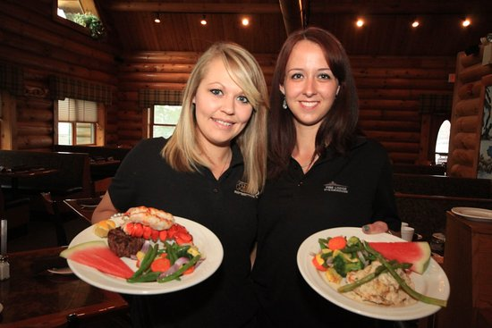 Pine Lodge Steakhouse: Service with a smile :)