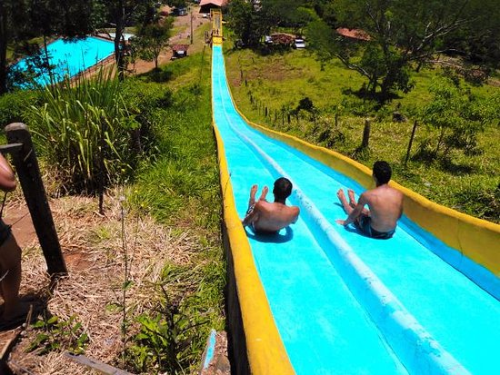 Faxinal: Toboágua muito bom para quem gosta de adrenalina.