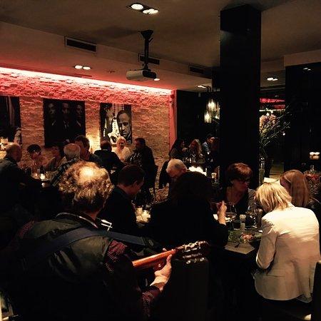 Woerden, Países Bajos: Een gezellig drukke avond mét live muziek