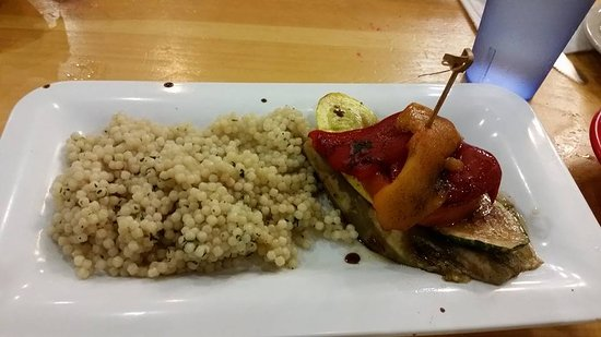 Pinegrove Family Dude Ranch: Vegetarian dish cous cous and a lovely veggie medley! Delicious!