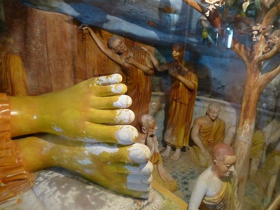 Tangalle, Sri Lanka: boeddha met muurschilderingen