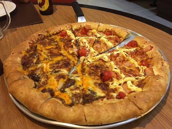 Peito De Peru Com Philadelphia Y Mignon Barbacue Picture Of Pizza