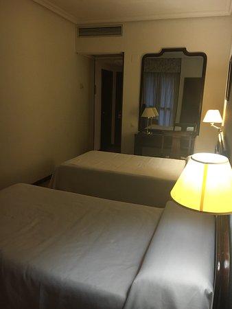 Hotel Alcantara: Habitación y desayuno bufet