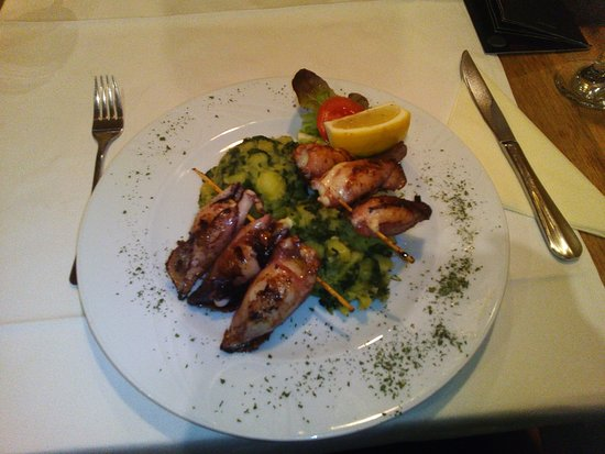 Kutina, Croacia: squid with broccoli and potatoes (lignje sa krumpirom i brokulom)