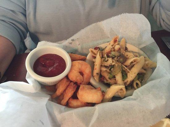 M & M's Cafe: Shrimp and pasta salad