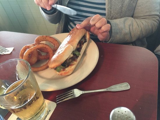 Oriental, Carolina del Nord: Philly cheesesteak and onion rings