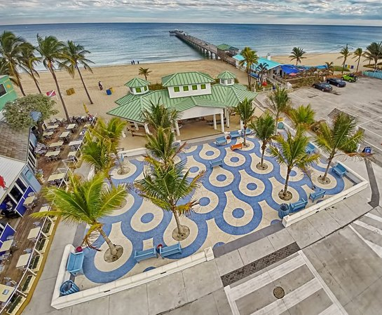 Lauderdale by the Sea, FL: Lauderdale-By-The-Sea Pavilion and Ocean Plaza at Anglin's Pier