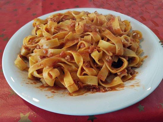 Marta, Italia: Fettuccine al ragù