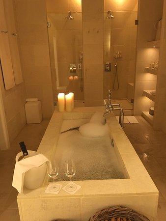 Sala da bagno suite Egnazia - Picture of Borgo Egnazia, Savelletri ...