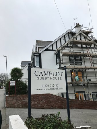 Camelot Guest House: This is there sign...