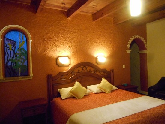 Hotel Parador Margarita : comfy bed, firm mattress, couch & desk