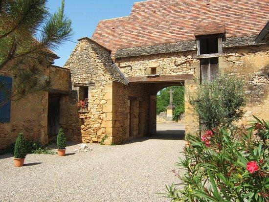 Castels, France: cour intérieure de la Forgerie