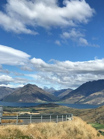 The Remarkables Ski Area: scenic drive up to the mountain