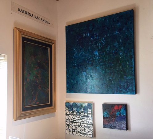 Carmel Valley, Californien: Her wonderful gallery assistant also has a few pieces on display in the gallery!