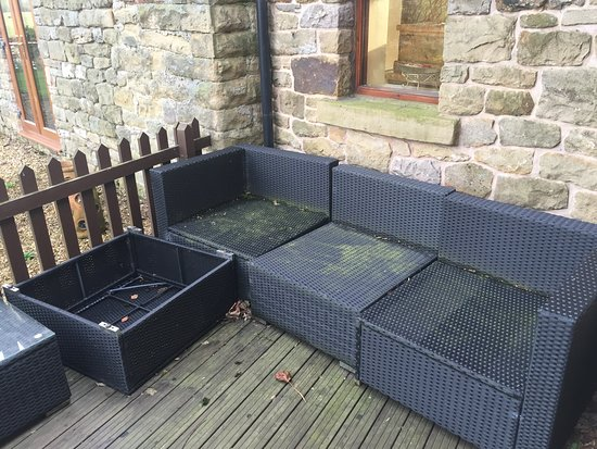 Riverside Barn : Patio furniture outside room was un-useable
