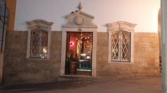 Distrito de Évora, Portugal: Belo casarão onde funciona um bar atualmente