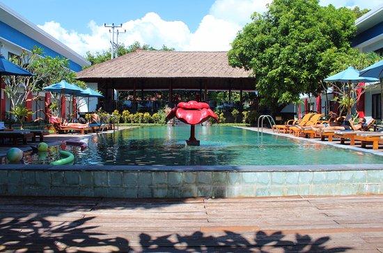 Ozz Hotel Kuta: Belle piscine