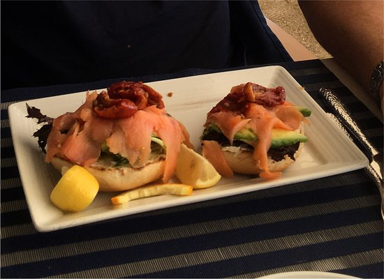 Highland Beach, FL: Bagel with lox, avocado, sun-dried tomato