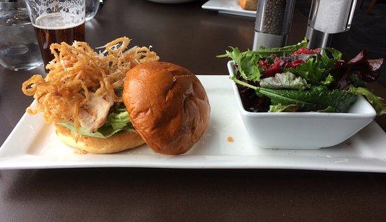 Summerland, Canada: Chicken burger
