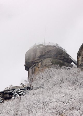 Falls Country Motel: Chimney Rock in the snow.