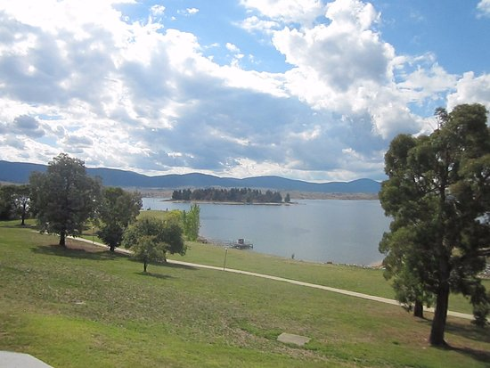 Jindabyne, Австралия: This was the view from our outdoor balcony