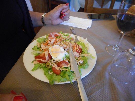 Cillorigo de Liebana, Spania: salada com presunto, ovo, cogumelos, alface e tomate