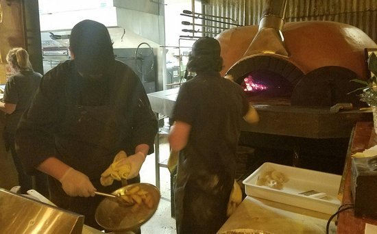 Molalla, ออริกอน: Wood fired pizzia and more