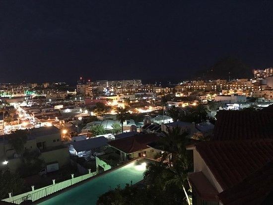 Portofino de Cabo Resort: Night view from the balcony of 3B