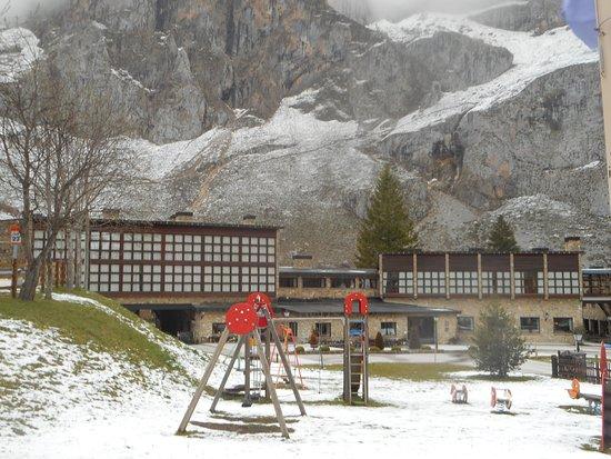 Parador de Fuente De : vista exterior após queda de neve