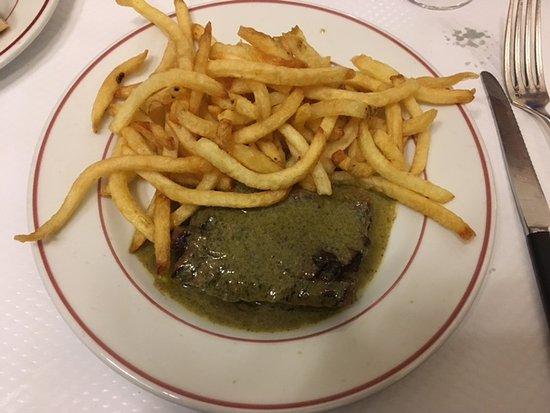 Le Relais de Venise: first portion of steak frites, medium