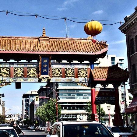 Chinatown : Entrance & Signage