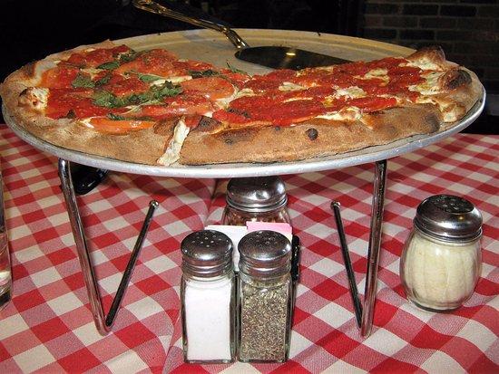 Grimaldi's Pizzeria: Pizza meia Margherita meia Pepperoni