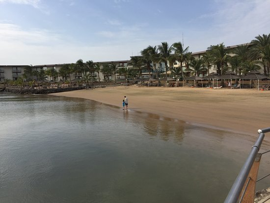 Terrou-Bi : Nearly empty beach both times we were there.