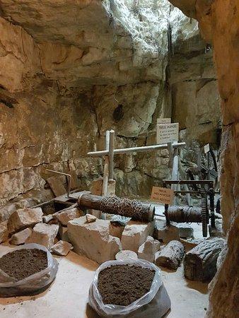 Le Puy-Notre-Dame, ฝรั่งเศส: 20170312_111440-756x1008_large.jpg