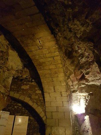 Le Puy-Notre-Dame, ฝรั่งเศส: 20170312_110515-756x1008_large.jpg