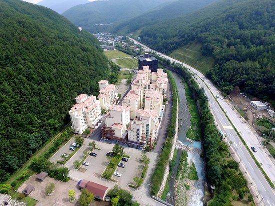 Taebaek, South Korea: 라마다 강원 태백 호텔 & 리조트 (하늘에서 본 전경)