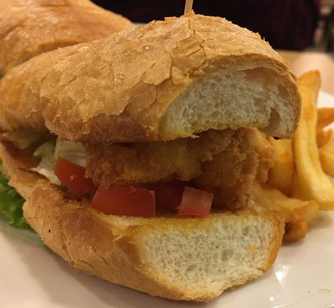 The Garden Grille & Bar: Shrimp po boy