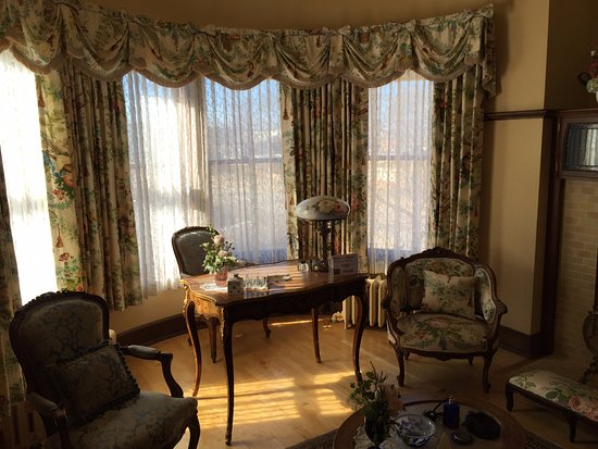 Yawkey House Museum: Parlor