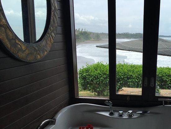 Selemadeg, Indonesia: Bathroom