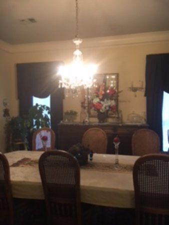 Red Bluff Cottage: Dining Room
