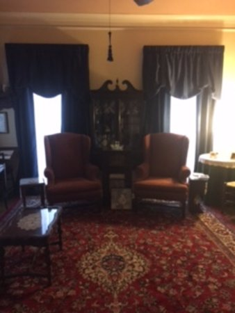 Red Bluff Cottage: Living Room