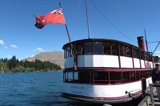 Fiordland National Park, New Zealand: TSS Earnslaw is boarding