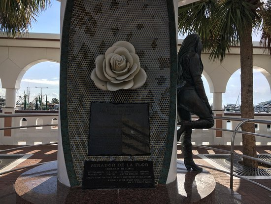 Selena Memorial-Mirador De La Flor