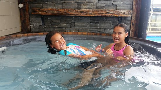 Cosy Corner Holiday Park: kids love the spa and pool