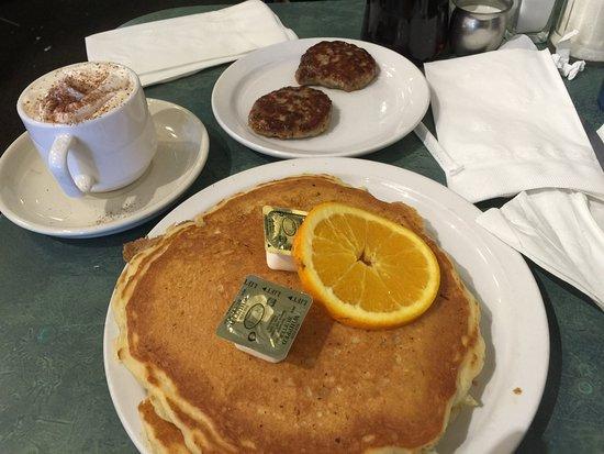 Brandy's Restaurant & Bakery : photo2.jpg